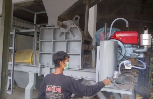 Proses Pengecatan Mesin Stone Crusher