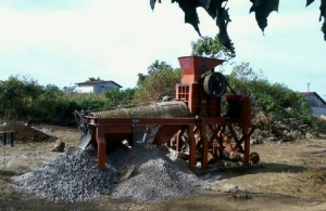 Uji Coba Mesin Pemecah Batu di Lokasi