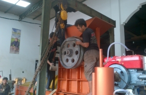 Pemasangan Pulley, Roda Gila pada Stone Crusher