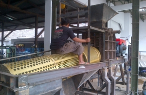 Pemasangan Screen atau Saringan Stone Crusher